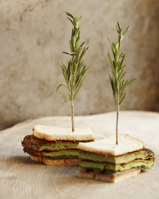 sandwich-on-the-way-home-met-tuinkruidenomelet-door-sofie-dumont