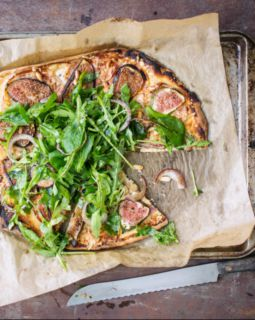 snelle-pizza-met-drie-kazen-vijgen-en-pancetta-e1479416684707_510x640_bijgeknipt