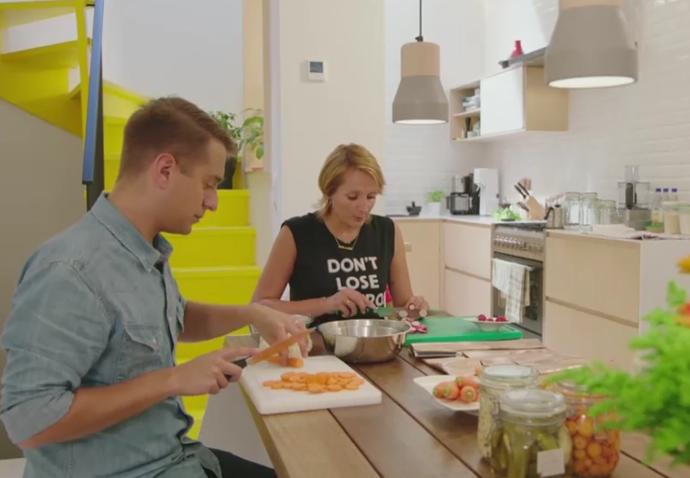 opgelegde-groenten-in-het-zuur-wortel-augurken-radijzen-en-bloemkool-sofie-dumont-en-sam-de-bruyn