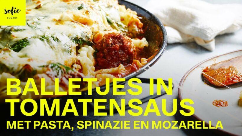 Balletjes in tomatensaus met pasta, spinazie, rucola en gegratineerde mozzarella