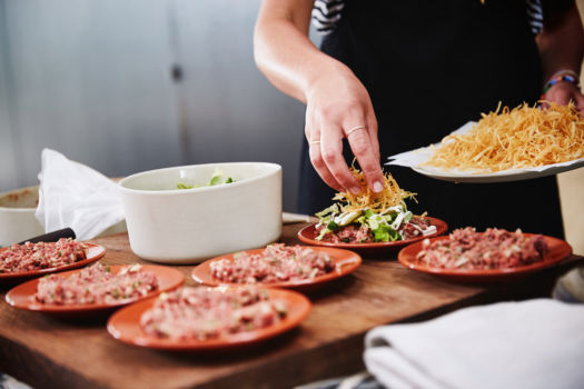 """Américain """"new style"""" met frietjes, sla en zelfgemaakte mayonaise door Sofie Dumont"""