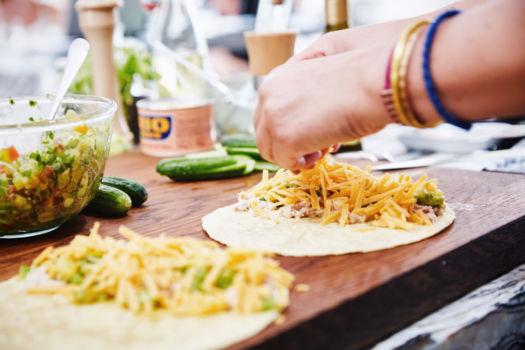Tortilla's met cheddar, avocado, tonijn