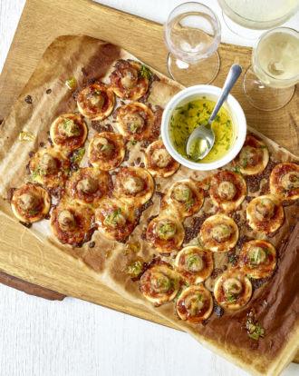 De-feestkeuken-van-Sofie-mini-pizzas-met-chipolatas