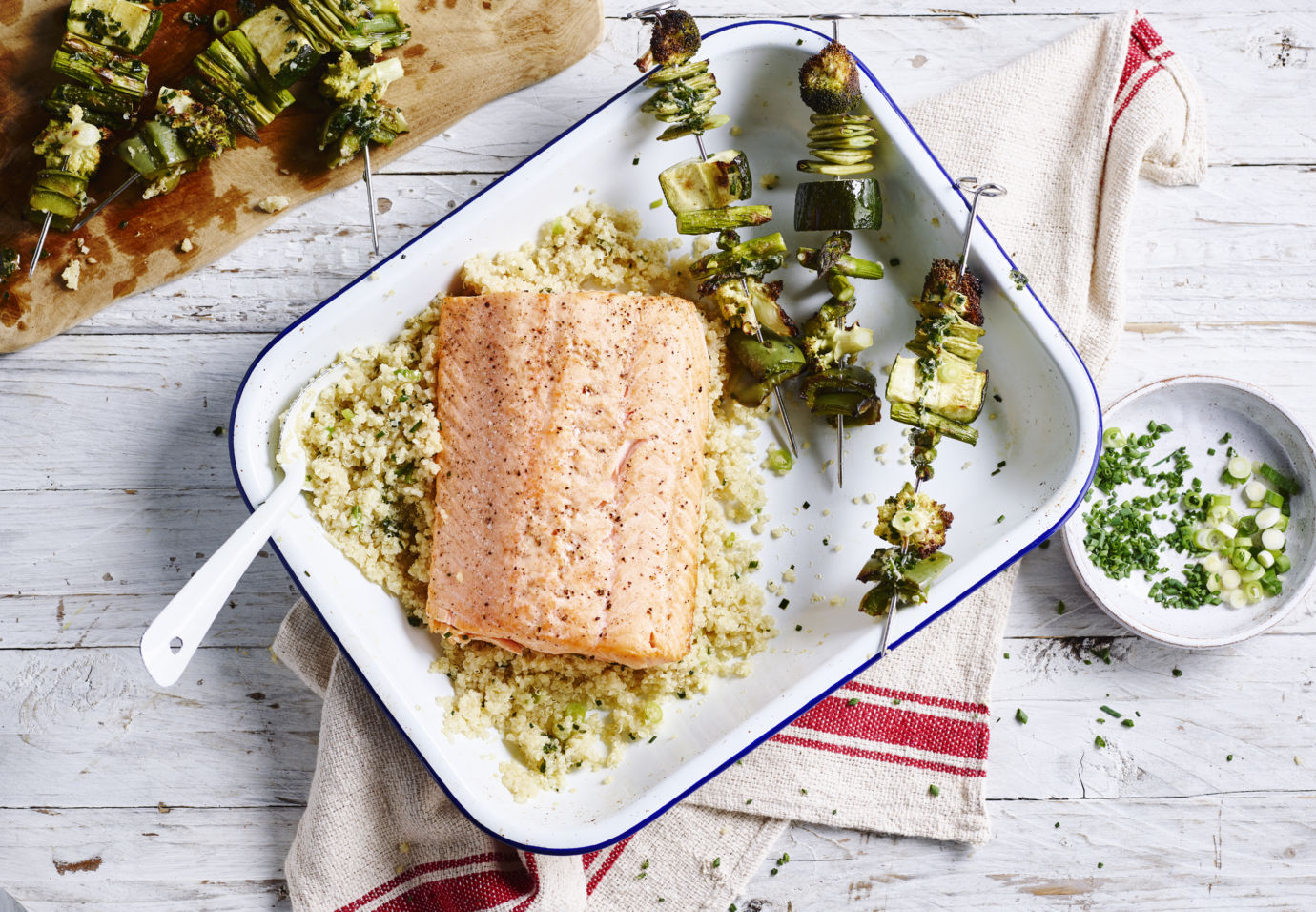 Sofie Dumont Philips Quinoa met groente spiesjes, gebakken zalm en citroengras vinaigrette