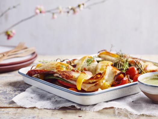 zomerse groentelasagne van paprika, snijbonen, mozzarelle en vleesbrood