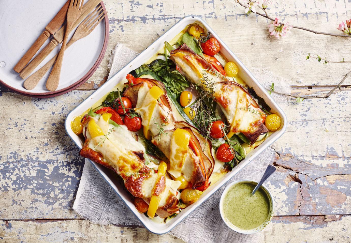 Zomerse groentelasagne van paprika, snijbonen, mozzarella en vleesbrood