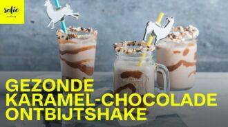 Gezonde karamel-chocolade ontbijtshake