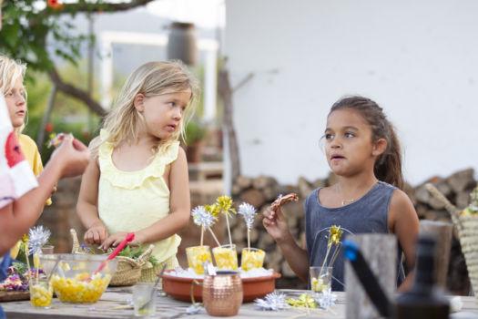 Ibiza 2019: Pizza met tomaat, mozzarella en wilde bloemen door Sofie Dumont