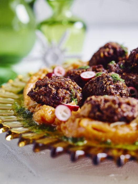 Vegan meatballs op puree van zoete aardappel en bieslookvinaigrette door Sofie Dumont