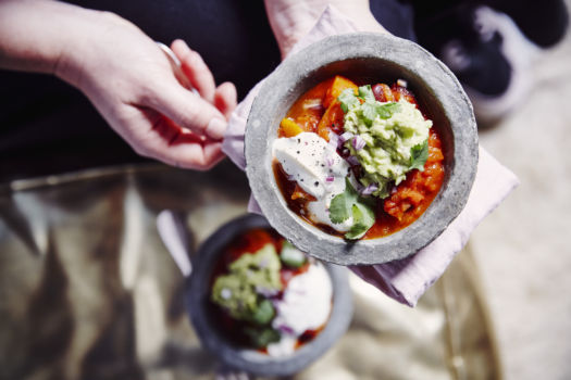 Vegetarische chili sin carne met bonen, pompoen en guacamole
