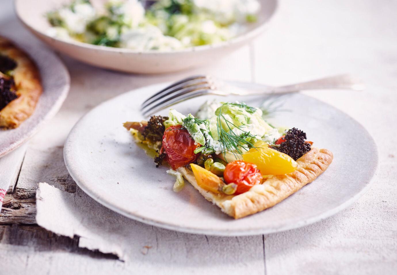 Groententaart-met-mosterd-afgewerkt-met-tzatziki-burrata-door-sofie-dumont
