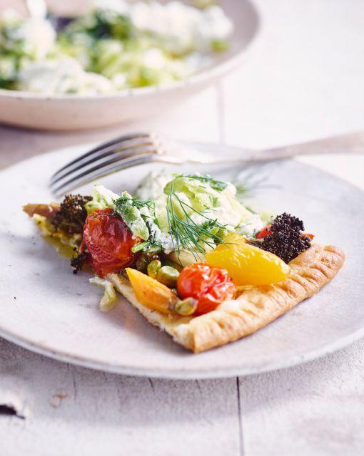 groententaart-met-mosterd-afgewerkt-met-tzatziki-burrata-door-sofie-dumont_1020x1280_bijgeknipt
