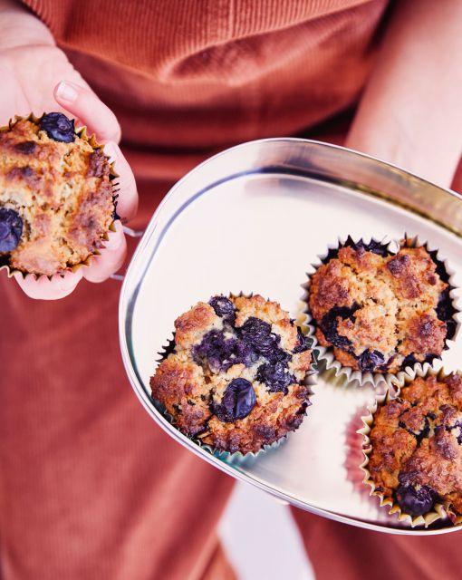 havermout-blauwe-bessen-cupcake-door-sofie-dumont-3_1020x1280_bijgeknipt