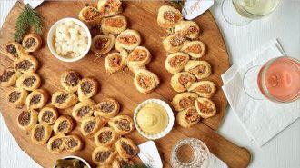 Mini worstenbroodjes, Mozzarellakroketjes met tzatziki en Mojito