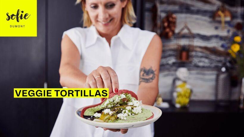 Groentetortilla met geroosterde zomerprei, en erwten-geitenkaas humus