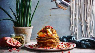 Pancakes van zoete aardappel en gebakken appel