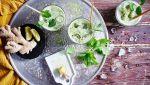 Ice matcha latte met zelfgemaakte notenmelk