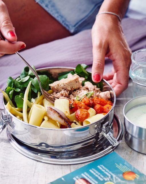 pasta-salade-met-gepofte-tomaatjes-boontjes-tonijn-en-komkommer-ricotta-vinaigrette-2-scaled-1_1020x1280_bijgeknipt