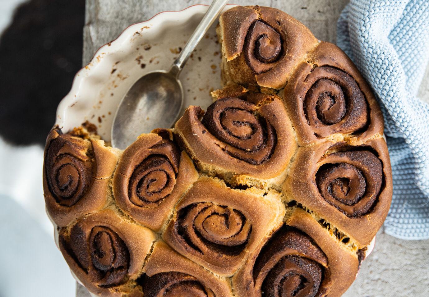 Cinnamon-rolls-met-speltbloem-door-Sofie-Dumont-2