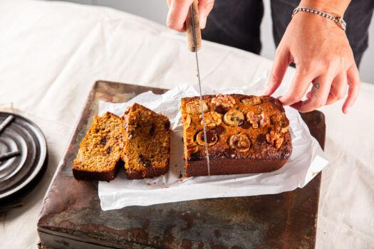 Glutenvrij-bananenbrood-met-noten-en-chocolade-door-sofie-dumont