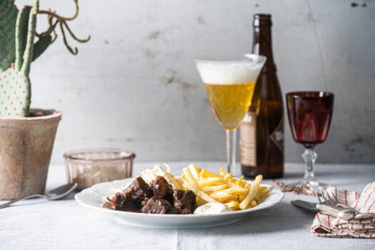 Stoofvlees-met-verse-frietjes-en-witloofsalade-door-Sofie-Dumont