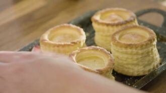 Bouchée de pâte feuilletée avec du saumon, épinards et mascarpone