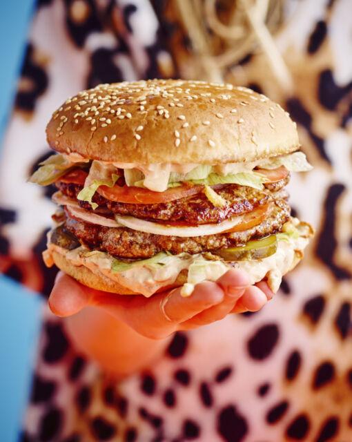 hamburger-met-bicky-saus-door-sofie-dumont_1020x1280_bijgeknipt