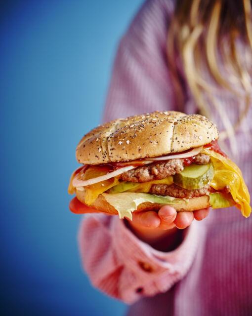 sofie-dumont-22-01-cheeseburger-144722_1020x1280_bijgeknipt