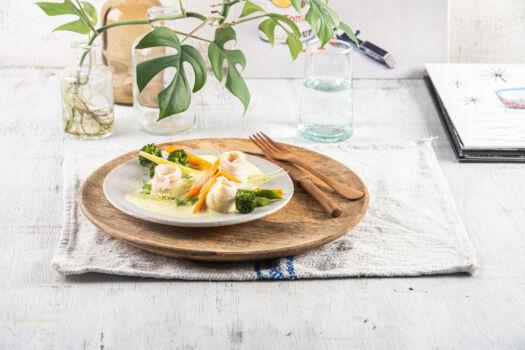 Tongrolletjes-met-currysaus-en-gestoomde-groenten-door-Sofie-Dumont