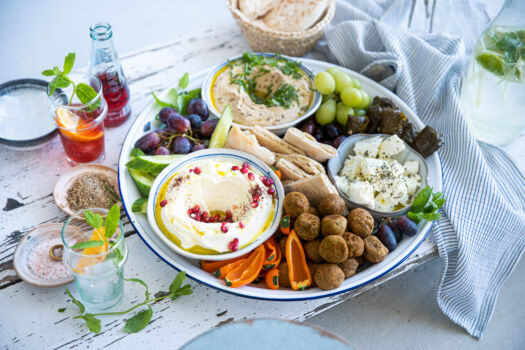 Mezze schotel met falafel-door-Sofie-Dumont