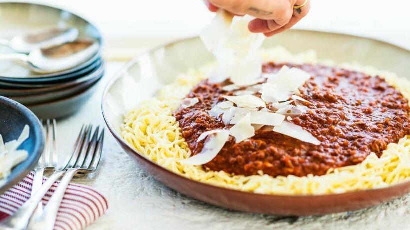 Spaghetti al ragu met verse pasta en stoere vleessaus