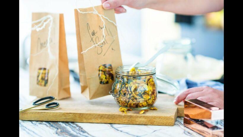 Granola met kurkuma, gember en honing