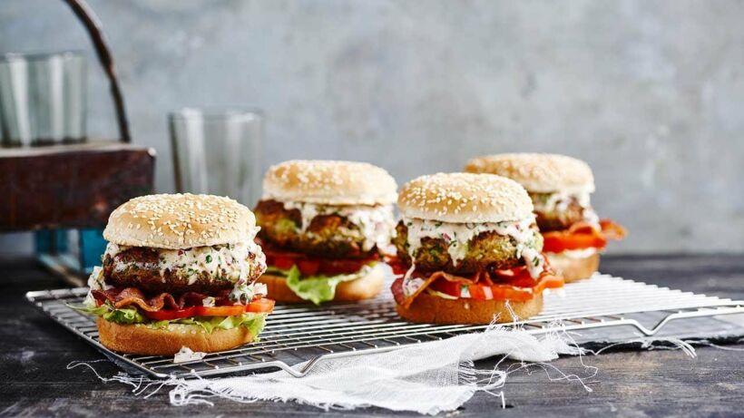Makreel-avocadoburgers met tartaarsaus