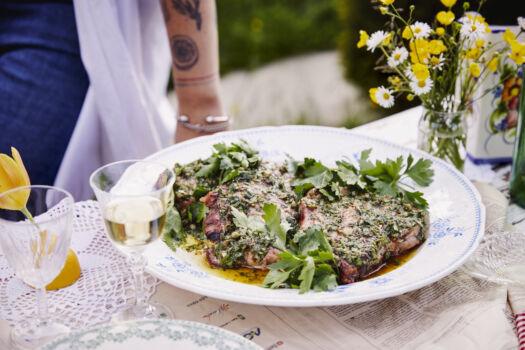 Kalfskotelet-met-salsa-verde