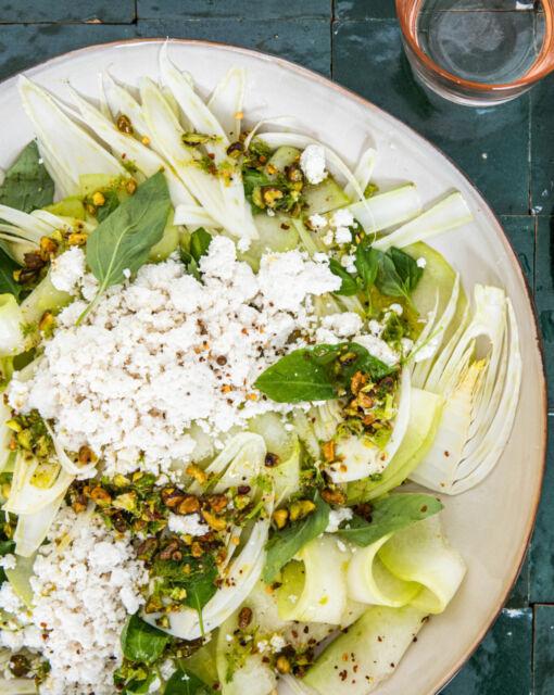 sofie-dumont-salade-venkel-meloen-pistache-1-scaled_1020x1280_bijgeknipt