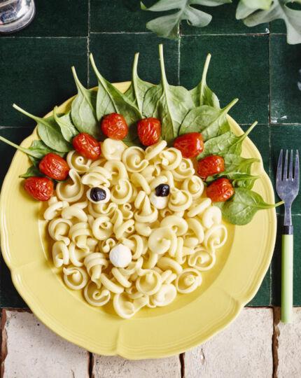 spinazie-met-pasta-en-gepofte-tomaatjes-door-sofie-dumont-scaled_1020x1280_bijgeknipt