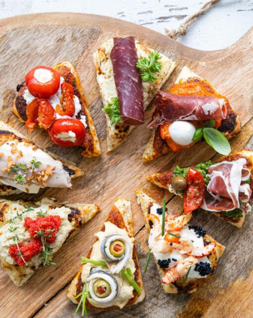 apero-pizza-met-feesttoppings-door-sofie-dumont-scaled_1020x1280_bijgeknipt