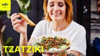 Tzatziki dip avec des aubergines grillées