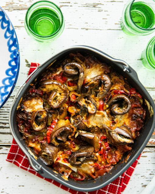 vegetarische-moussaka-met-linzen-en-tomatensaus-door-sofie-dumont-scaled_1020x1280_bijgeknipt
