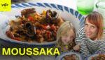 Moussaka végétarienne avec des lentilles et de la sauce tomate